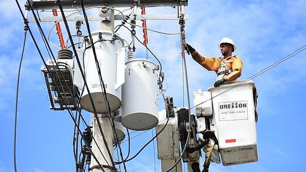 NR 10 para proteção dos eletricistas (Foto Pixabay)